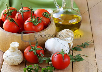 fresh vegetables ( tomato, mushrooms, garlic) and olive oil