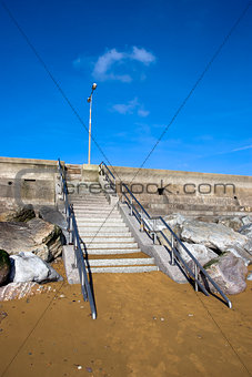 steps upto the beach promenade
