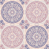 Pattern tile in light colors.