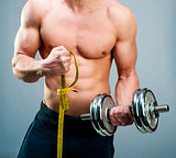man measuring bicepsc