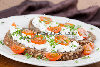 Cottage cheese sandwiches