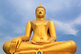 golden buddha statue