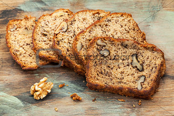 banana bread with walnut