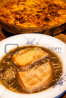 Onion soup and quiche pie