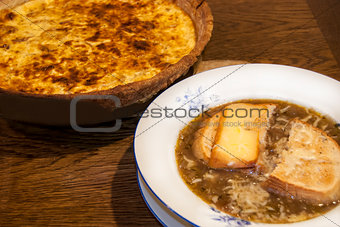 Onion soup and quiche pie