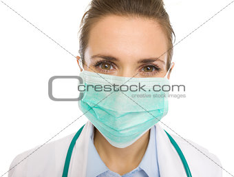 Portrait of medical doctor woman in mask