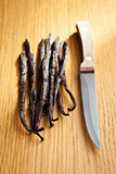 vanilla pods with knife