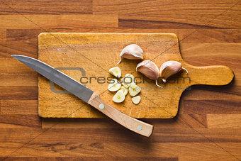 sliced garlic on kitchen table