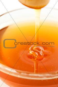 Close up of a thin honey trickle
