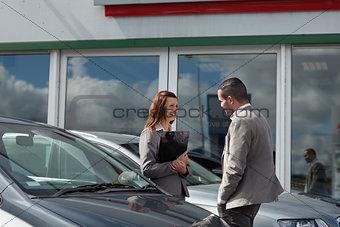 Businesswoman speaking  to a man