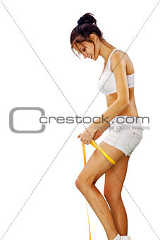 woman measures her leg l