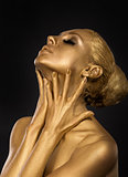  Coloring. Gilt. Golden Plated Woman&#39;s Face. Art concept. Gilded Body. Focus on her hands