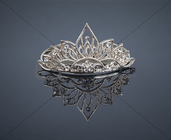 Tiara or diadem with reflection