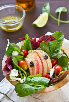 Apple with spinach salad