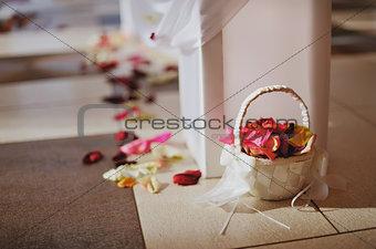 basket wigh petals