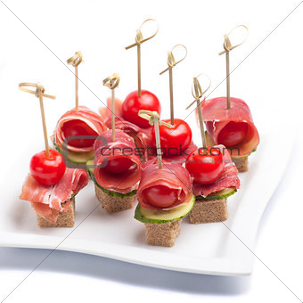 Canapes with tomato and bacon