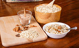 Oatmeal with Pecans and Cinnamon