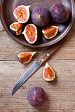 plate with fresh figs and old knife