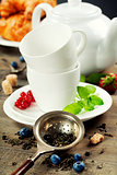 tea with mint and berries