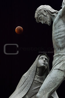 Statues and eclipse of the Moon