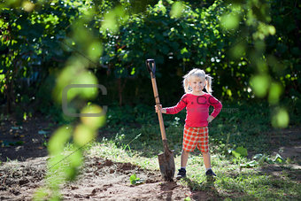 child ready to dig