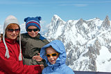 Family and Mont Blanc mountain massif behind (France )