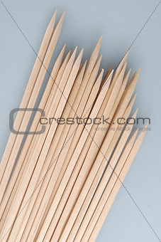 Multiple wooden bamboo skewers laying