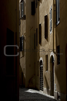 alley in Rome.