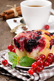 Red currant cup cake and coffee