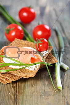 Bread with salmon and chives.