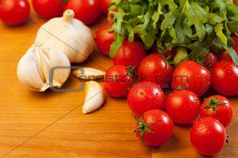 Tomatoes, garlic and rocket salad