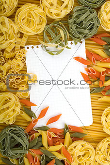 Note paper on Italian pasta background