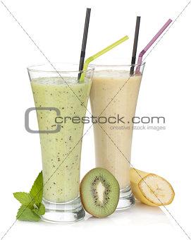 Kiwi and banana milk smoothie