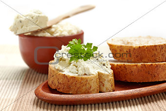 bread with cream cheese