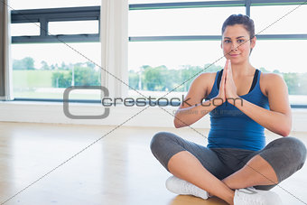 Woman sitting on the floor legs crossed