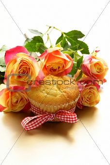 cake muffin with a bouquet of roses - sweet gift