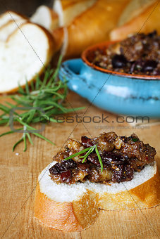 French Bread with Fig Tapenade