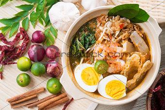 Singapore prawn noodles