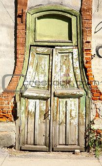Old wooden door in the centre of Nizhny Novgorod