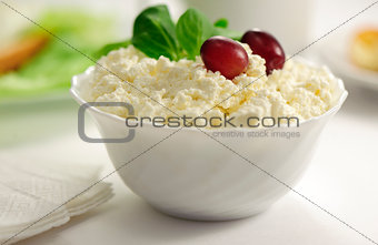 Cottage chees in a bowl with grapes and spinach