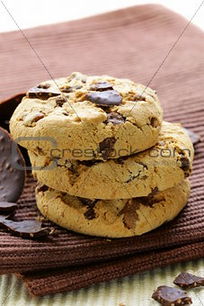 crunchy chocolate chip cookies -  delicious dessert