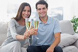 Portrait of lovers toasting their flutes of champagne