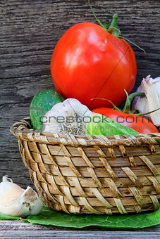 Tomatoes, cucumbers and garlic in a basket