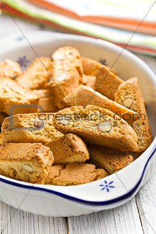 cantuccini cookies in ceramic bowl