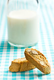 cantuccini cookies and milk