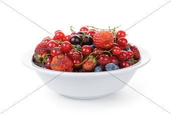 freash garden berries in bowl