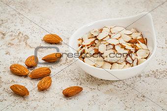 sliced raw almonds