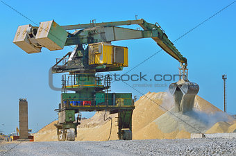 Heavy excavator loader