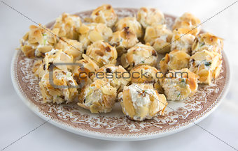 Spread cheese balls plate