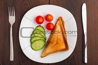 Grilled sandwich with vegetables on plate